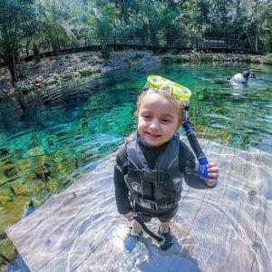 Qual a diferença entre a flutuação em rios e em nascentes em Bonito MS?