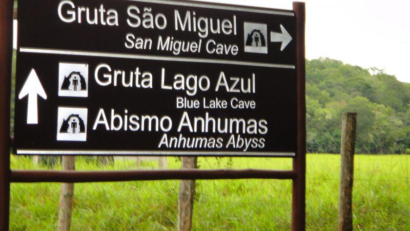 são 19 km de Bonito à Gruta do Lago Azul