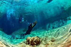Qual a diferença entre a flutuação e o mergulho no Rio da Prata?