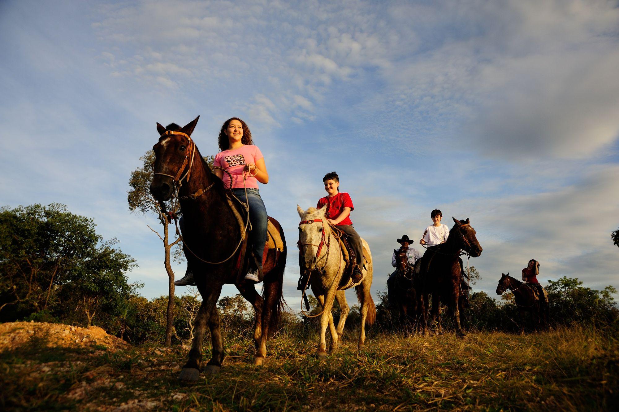 Passeio_a_cavalo_-_Horseback_riding_at_Esta?ncia_Mimosa_-_Beto_Nascimento3